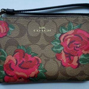 New Coach Corner Zip Closure Wallet Wristlet